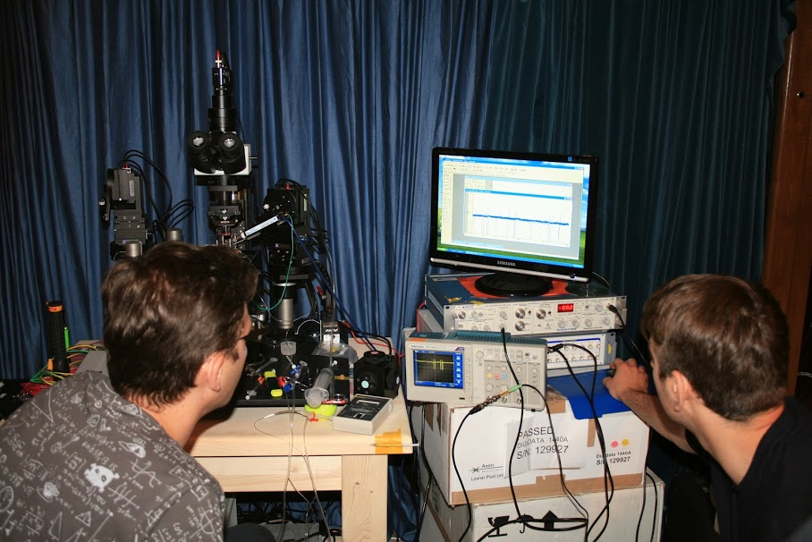 Patch clamp and microscope experimental setup, with Tomáš Hromádka